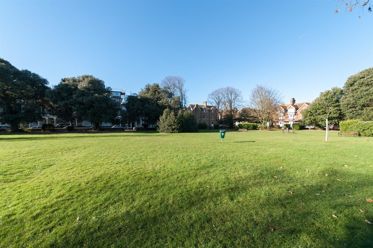 Properties Sold Subject To Contract in Adrian Square
