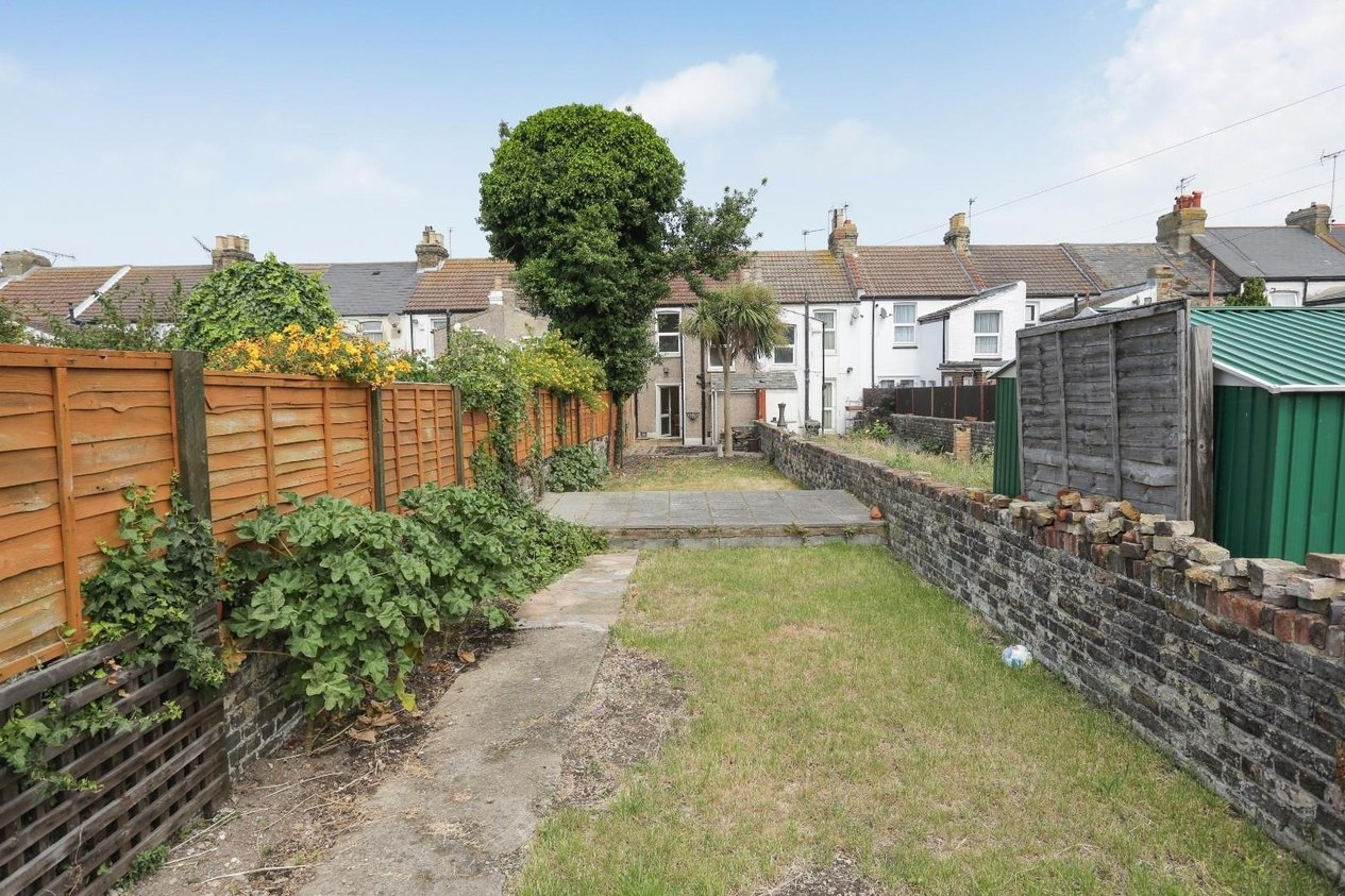 Properties Sold Subject To Contract in Byron Avenue