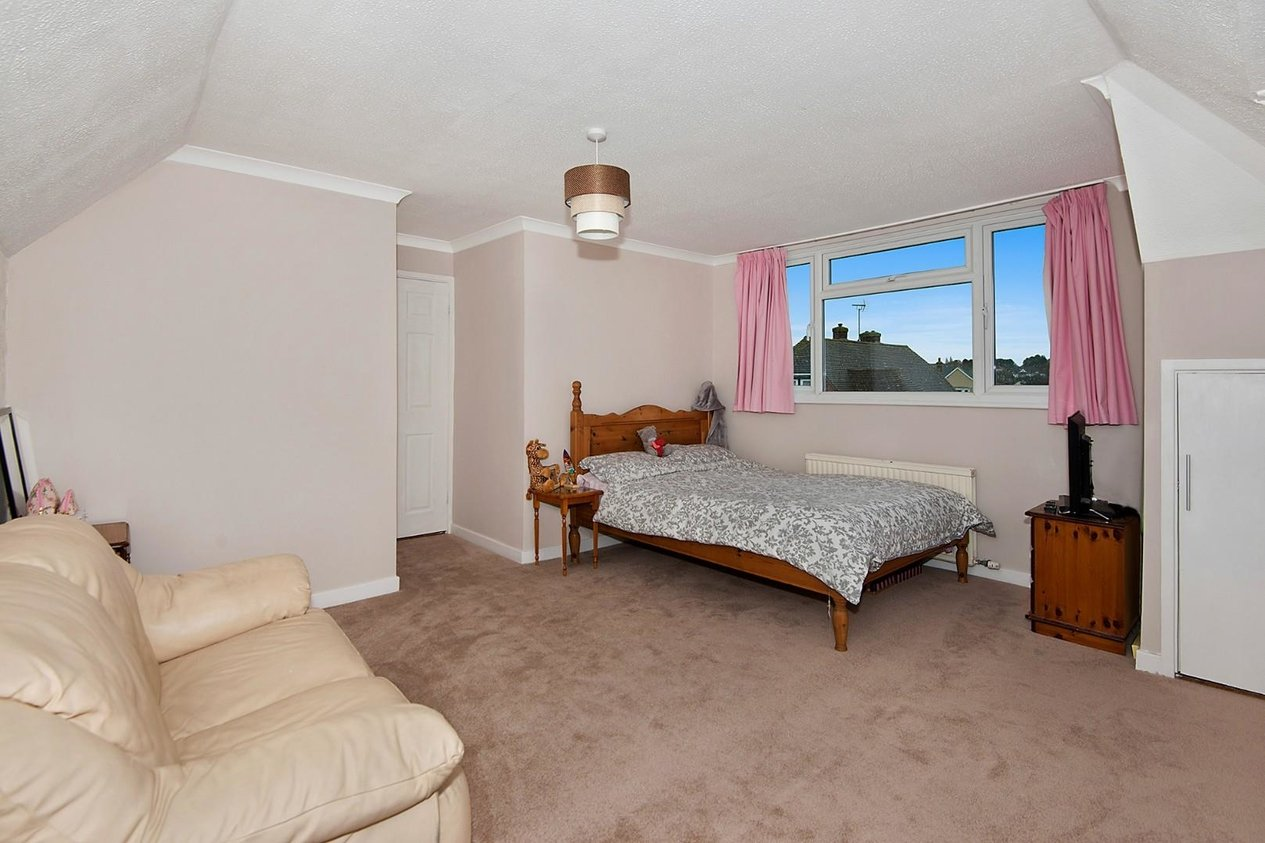 Properties Sold Subject To Contract in Clovelly Road