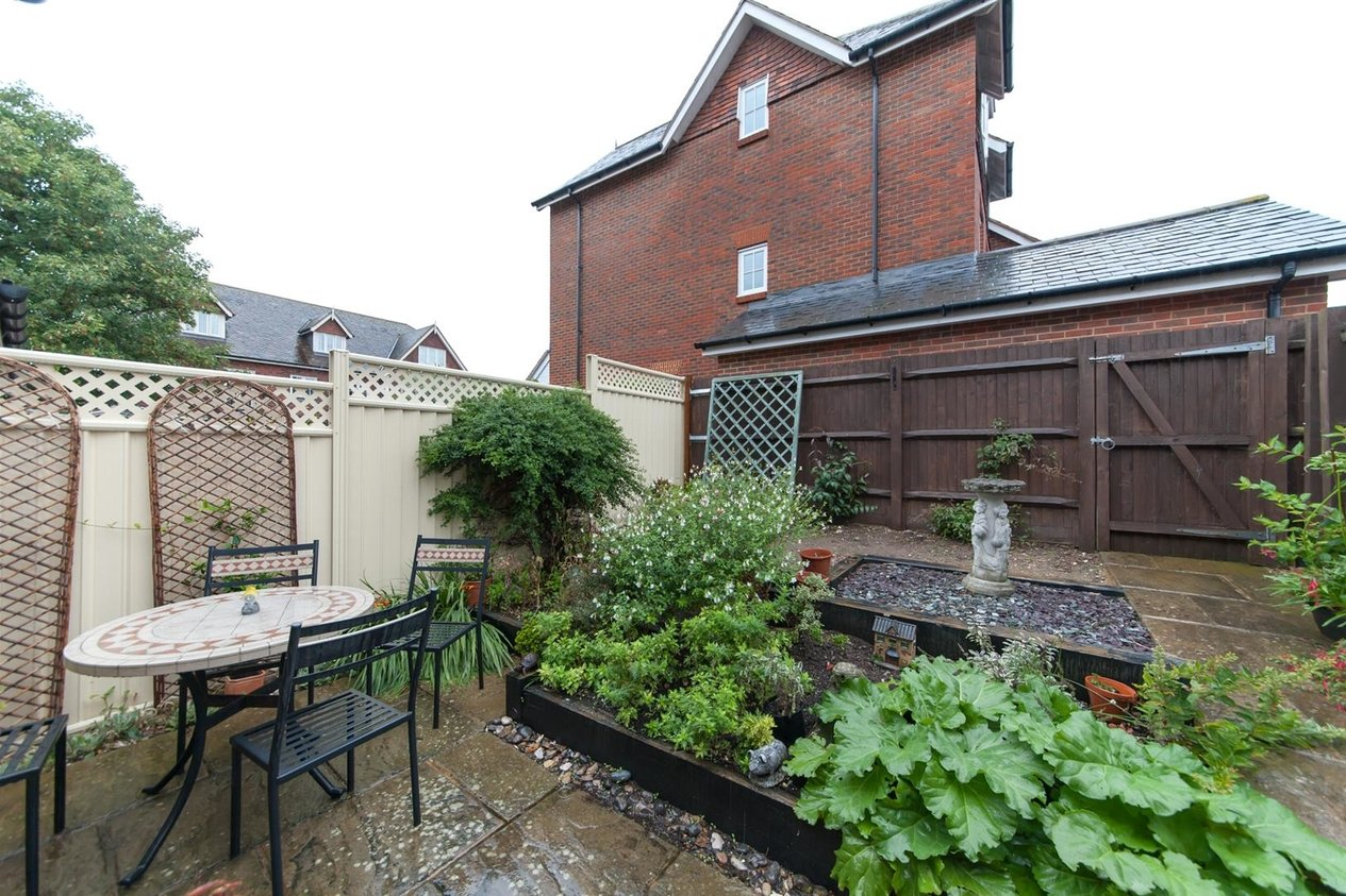 Properties Sold Subject To Contract in College Gardens