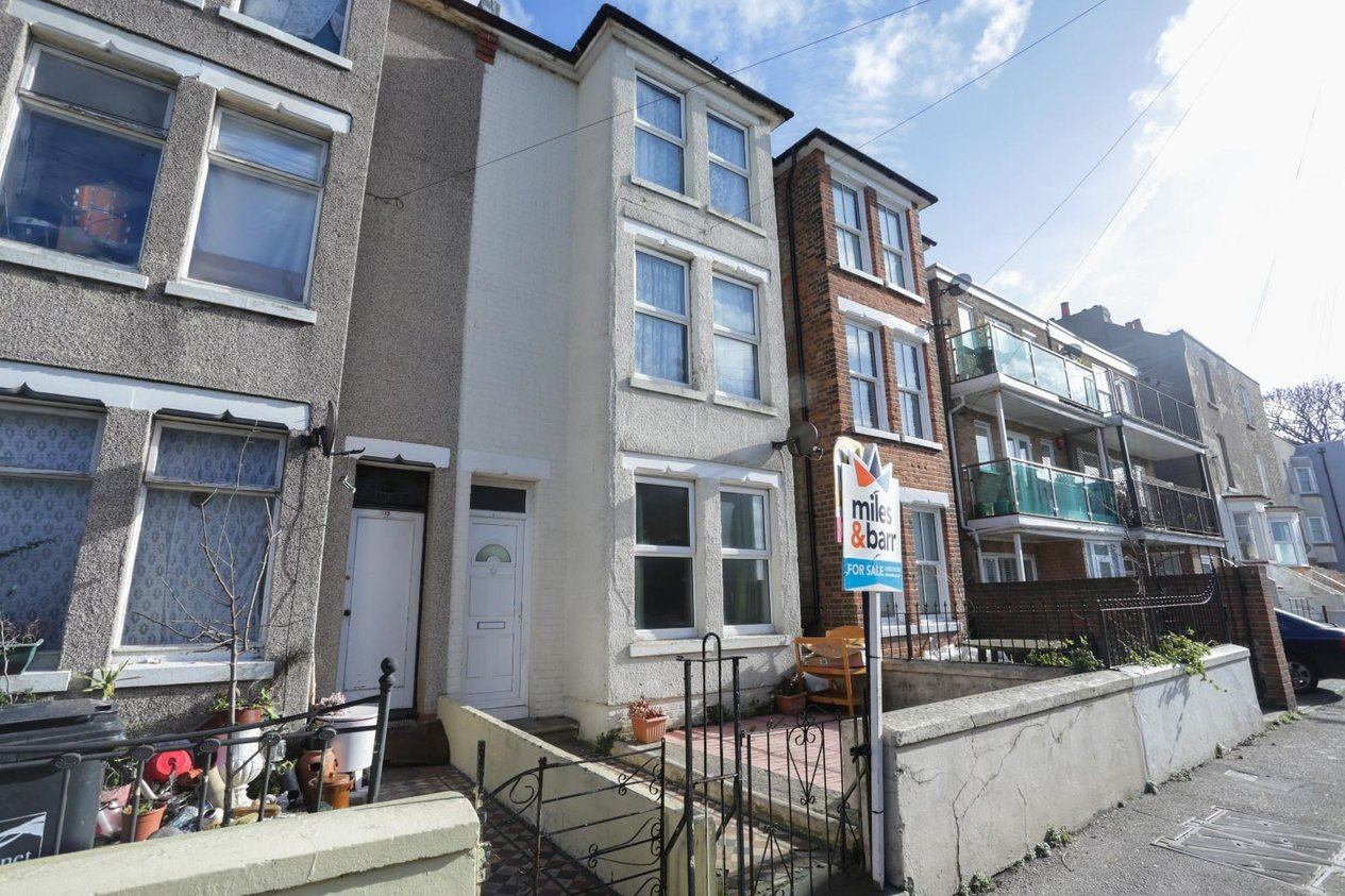 Properties Sold Subject To Contract in Cottage Road