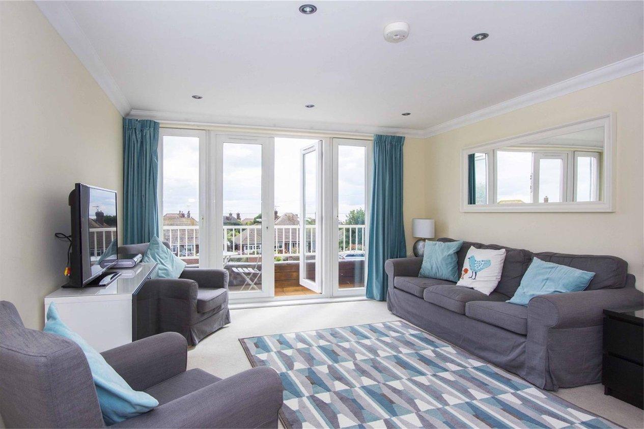 Properties For Sale in Dumpton Park Drive