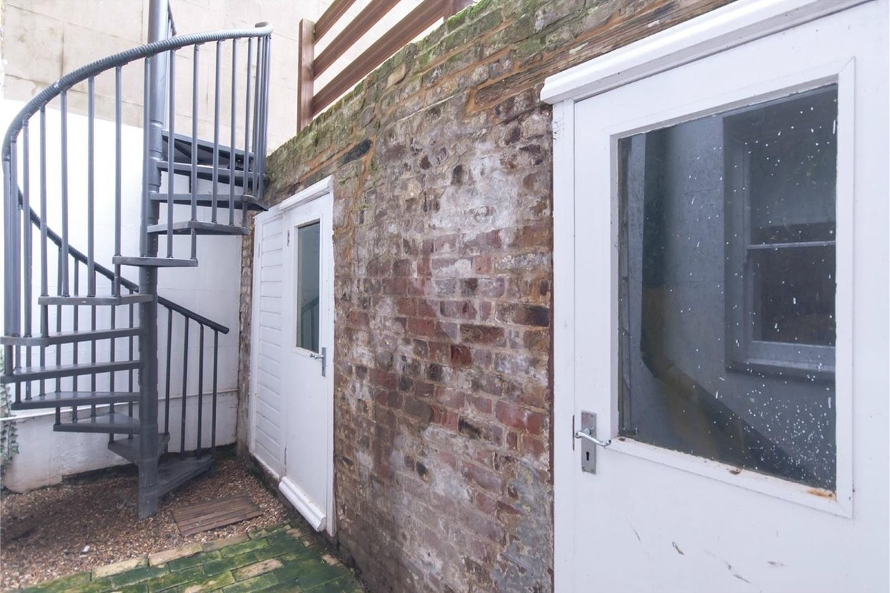 Properties Sold Subject To Contract in 22 Fort Crescent