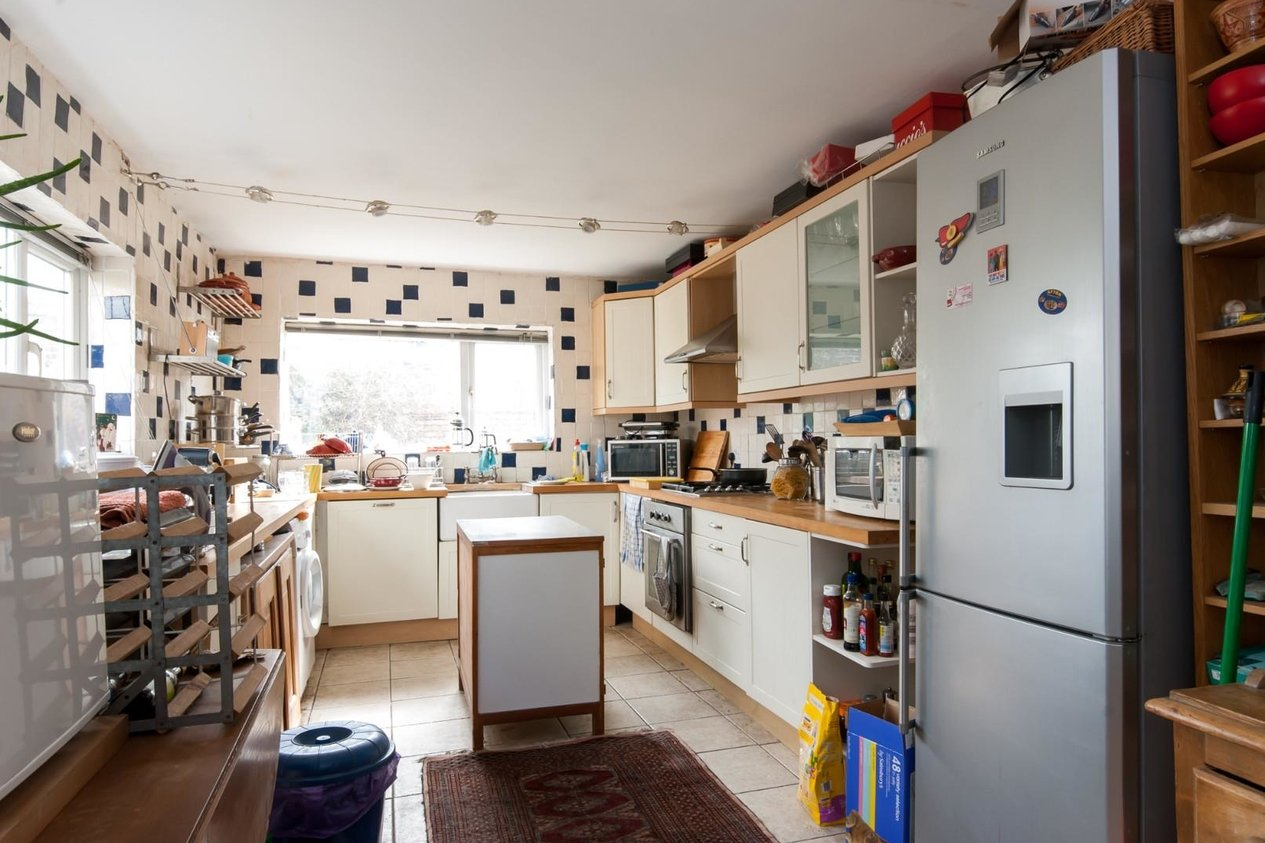 Properties For Sale in Gilford Road