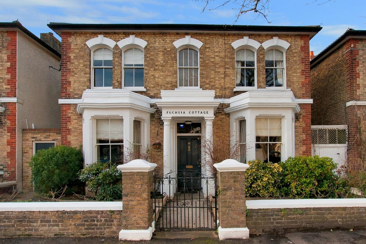 Properties Sold Subject To Contract in Gladstone Road