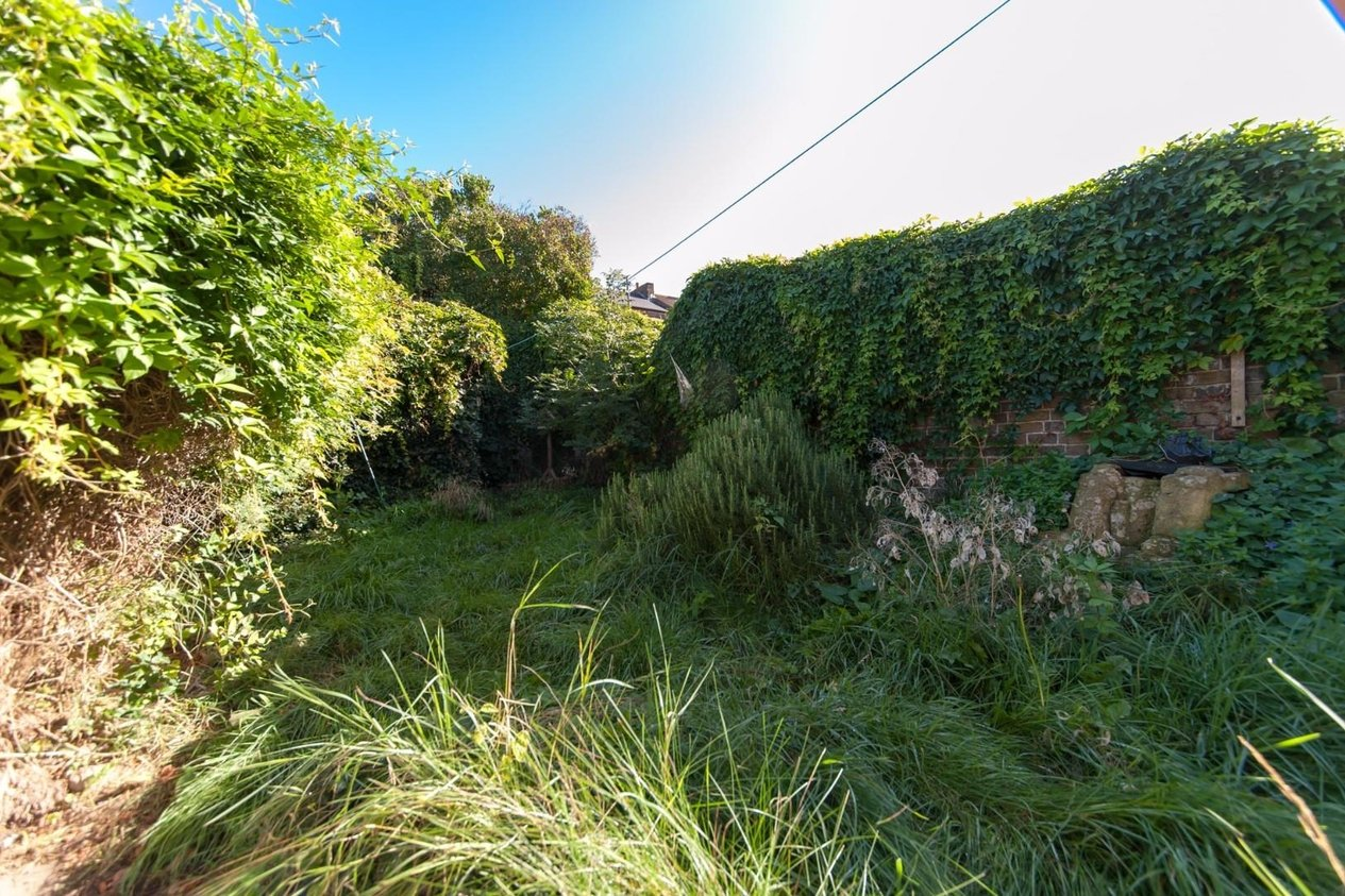 Properties Sold Subject To Contract in Grotto Gardens