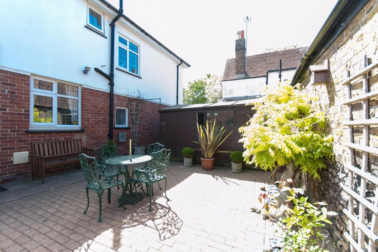 Properties For Sale in Holly Lane