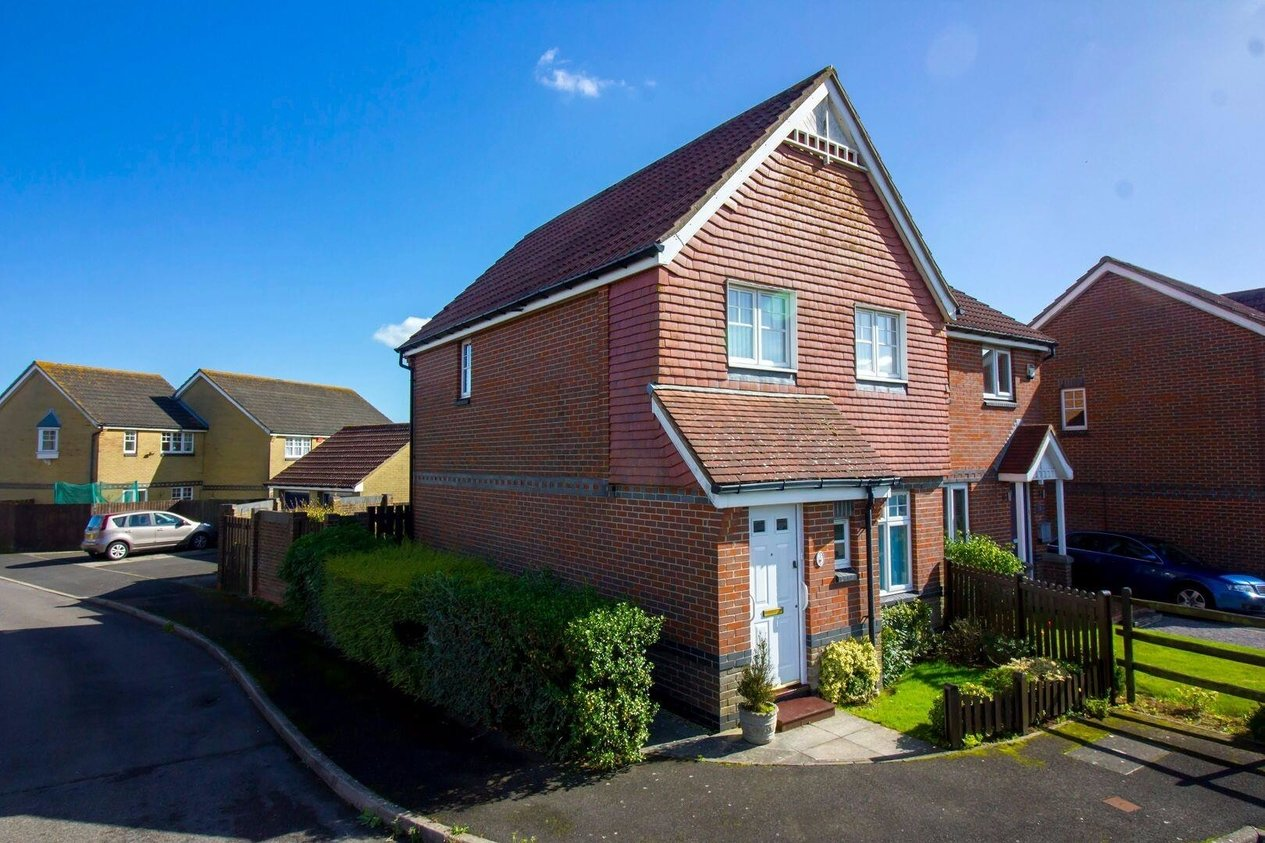 Properties Sold Subject To Contract in Kipping Close Hawkinge