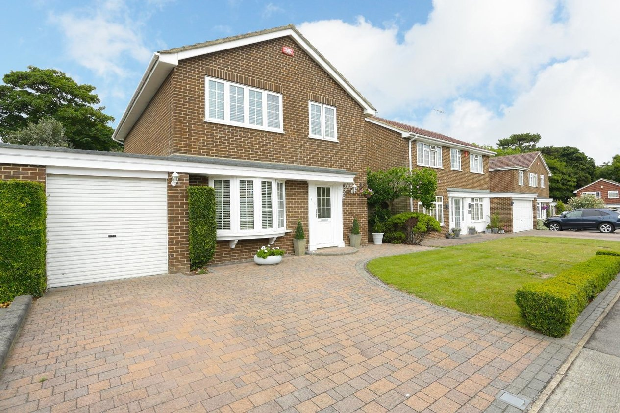 Properties For Sale in Laking Avenue