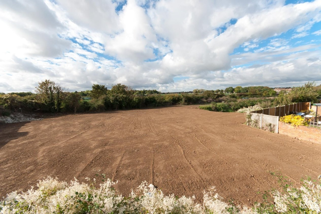 Properties For Sale in Land at Nash Court Road