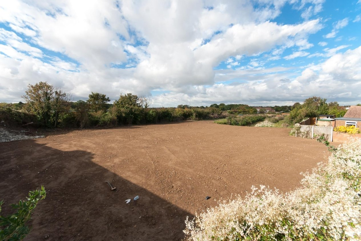 Properties Sold Subject To Contract in Land at Nash Court Road