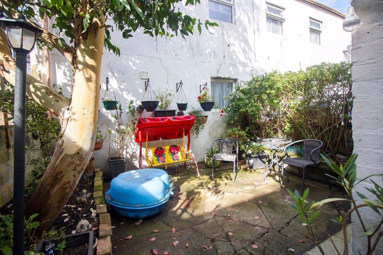 Properties For Sale in Linden Crescent