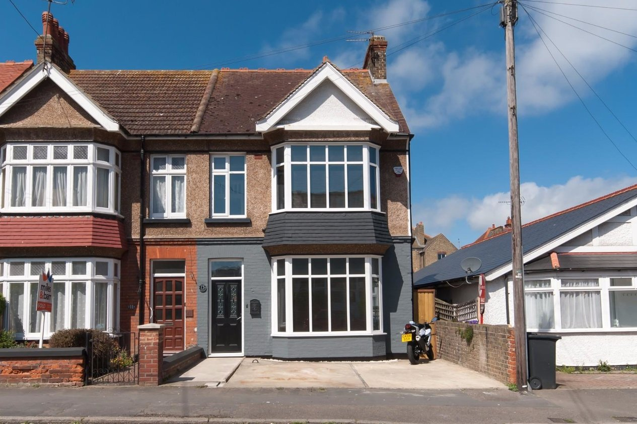 Properties Sold Subject To Contract in Lyndhurst Avenue