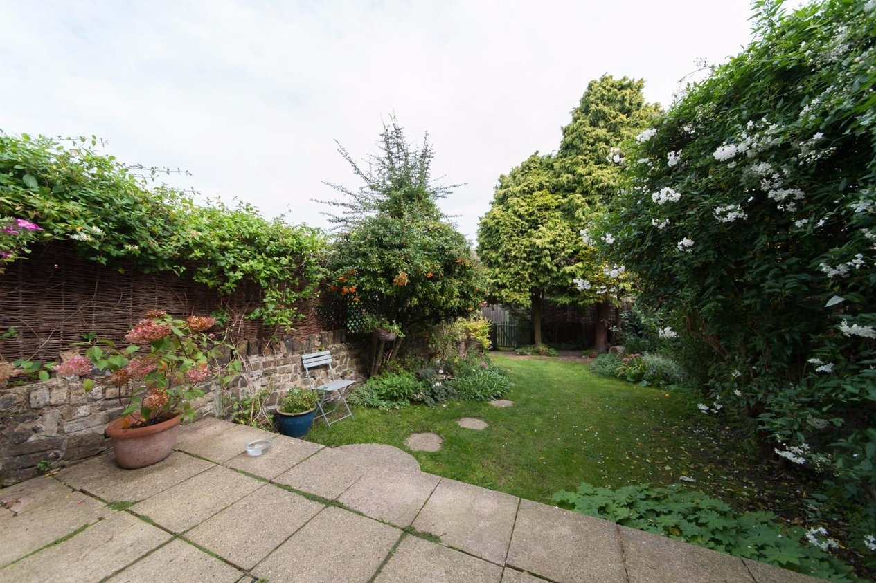 Properties Sold Subject To Contract in Nash Court Gardens