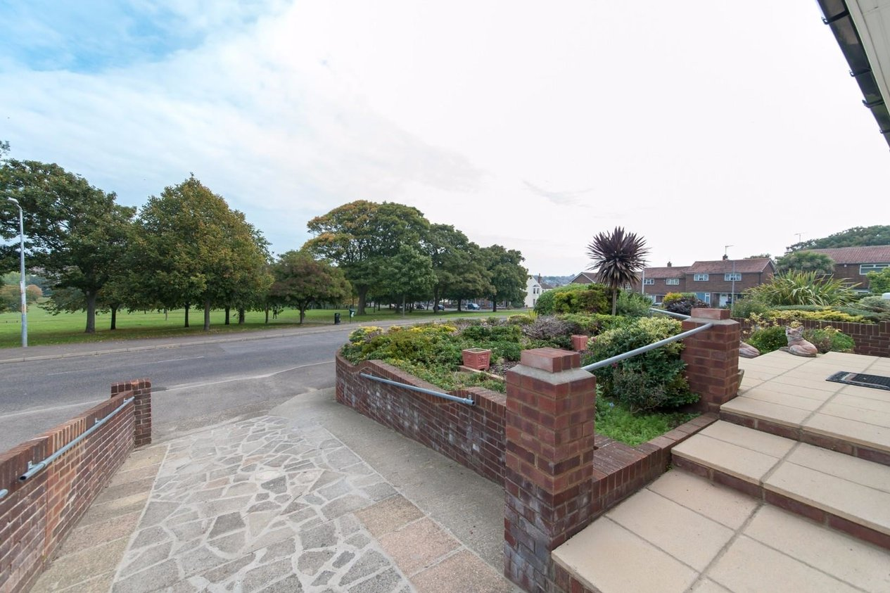Properties Sold Subject To Contract in Park Crescent Road
