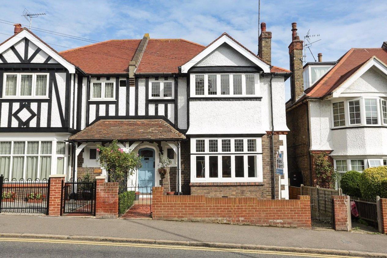 Properties For Sale in Queens Road