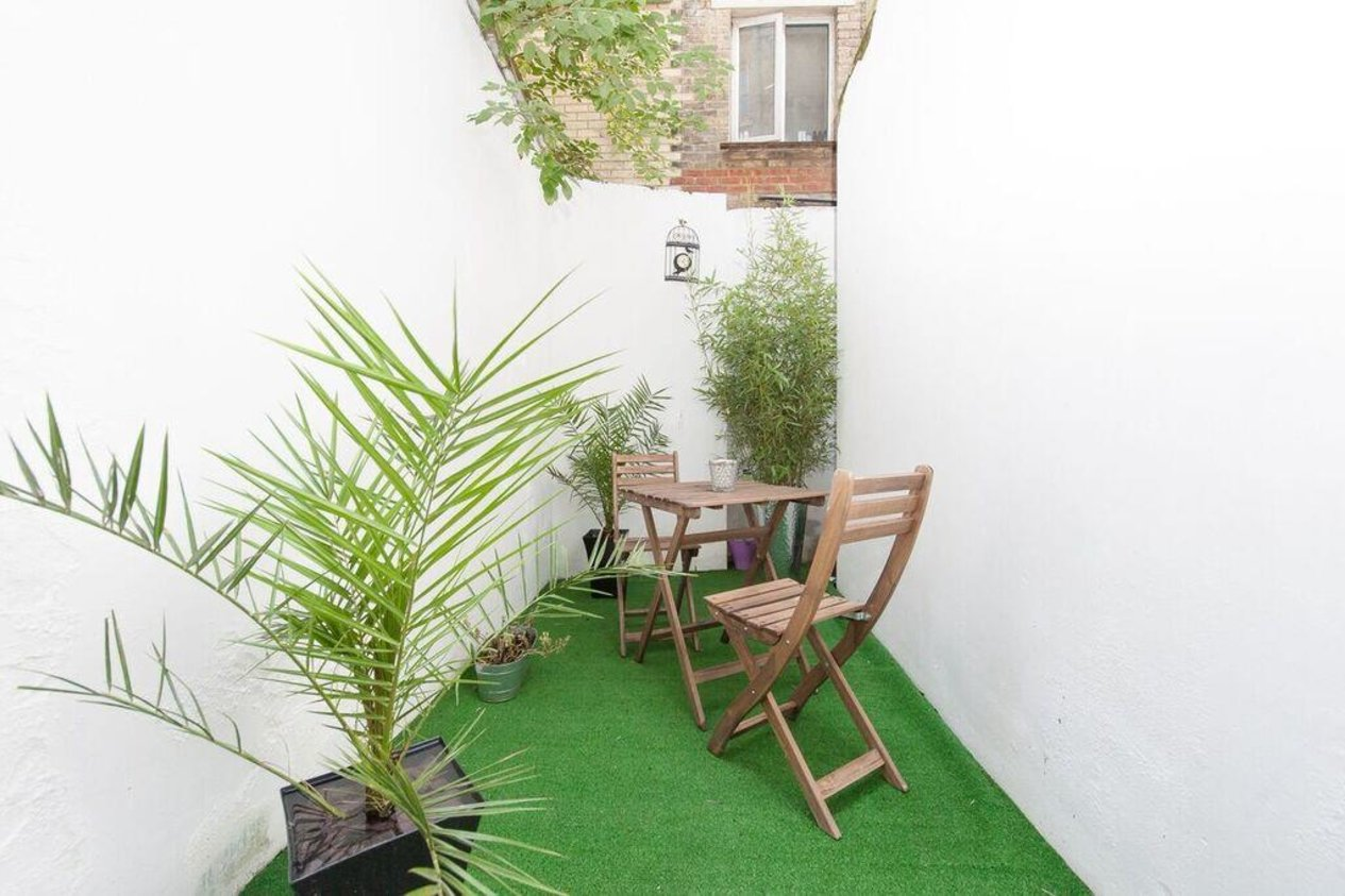 Properties Sold Subject To Contract in 146 Sandgate Road
