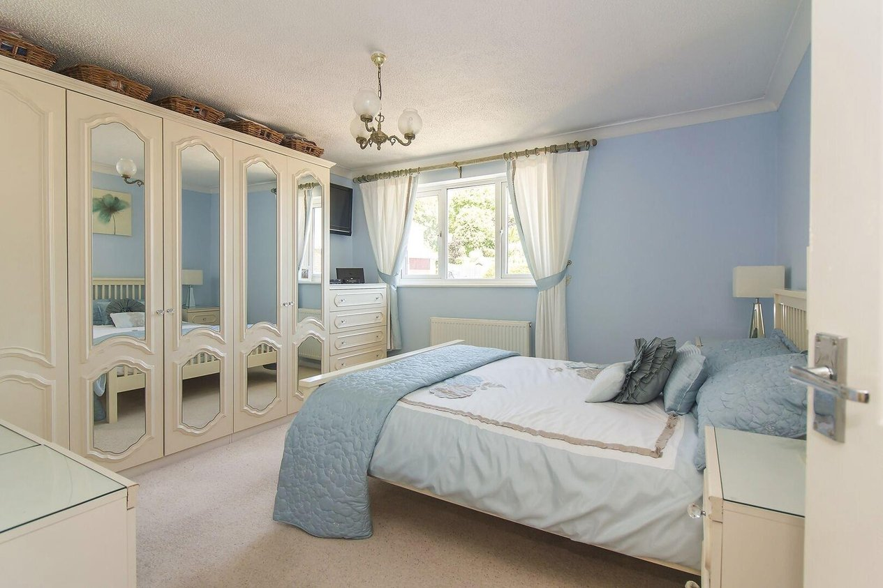 Properties For Sale in Snowdrop Close