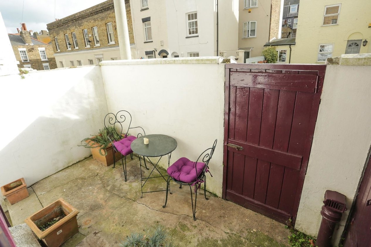 Properties Sold Subject To Contract in Spencer Square