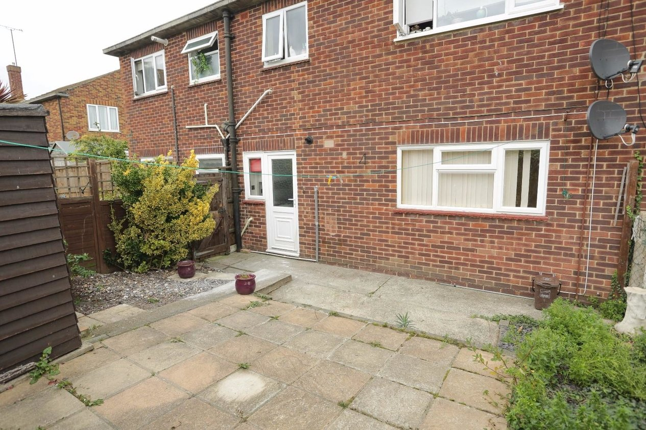 Properties Sold Subject To Contract in Station Approach Road