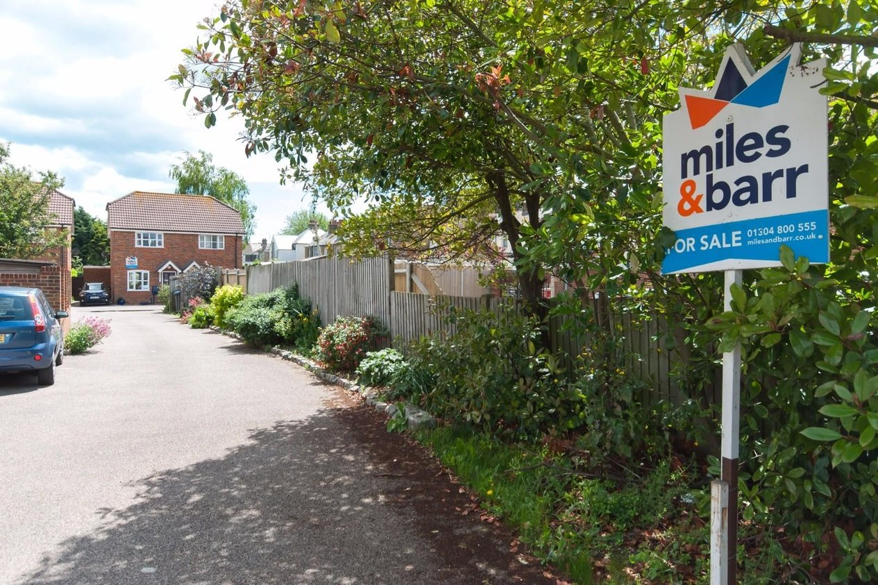 Properties Sold Subject To Contract in Sycamore Drive