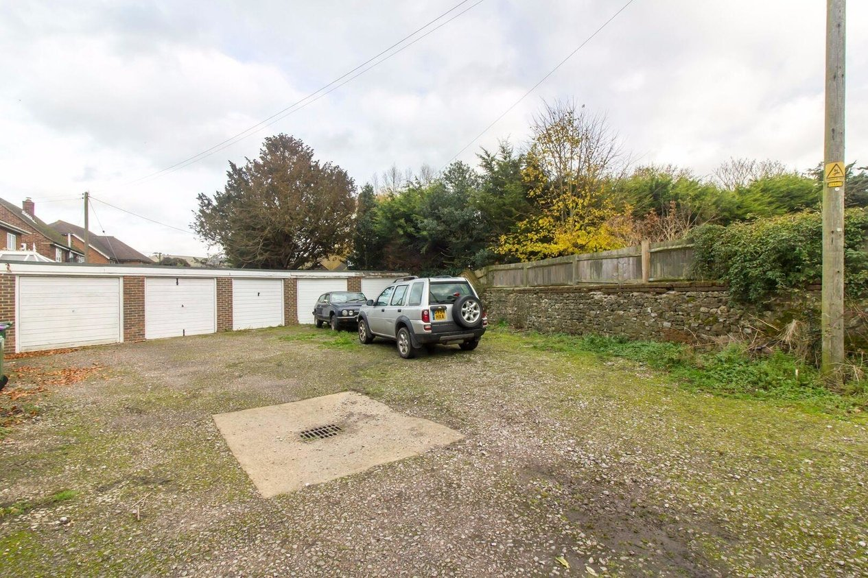 Properties Sold Subject To Contract in The Street Newington