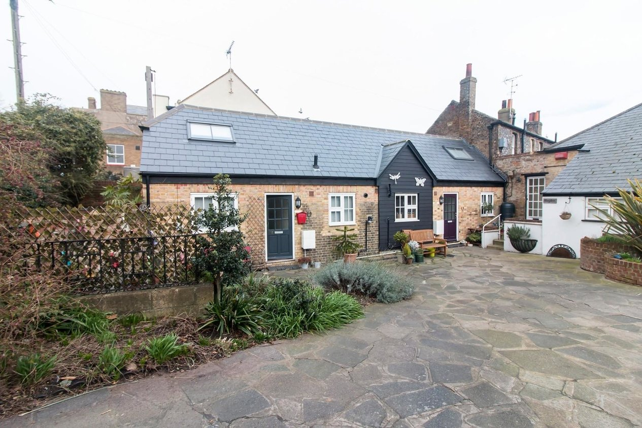 Properties Sold Subject To Contract in Vicarage Street