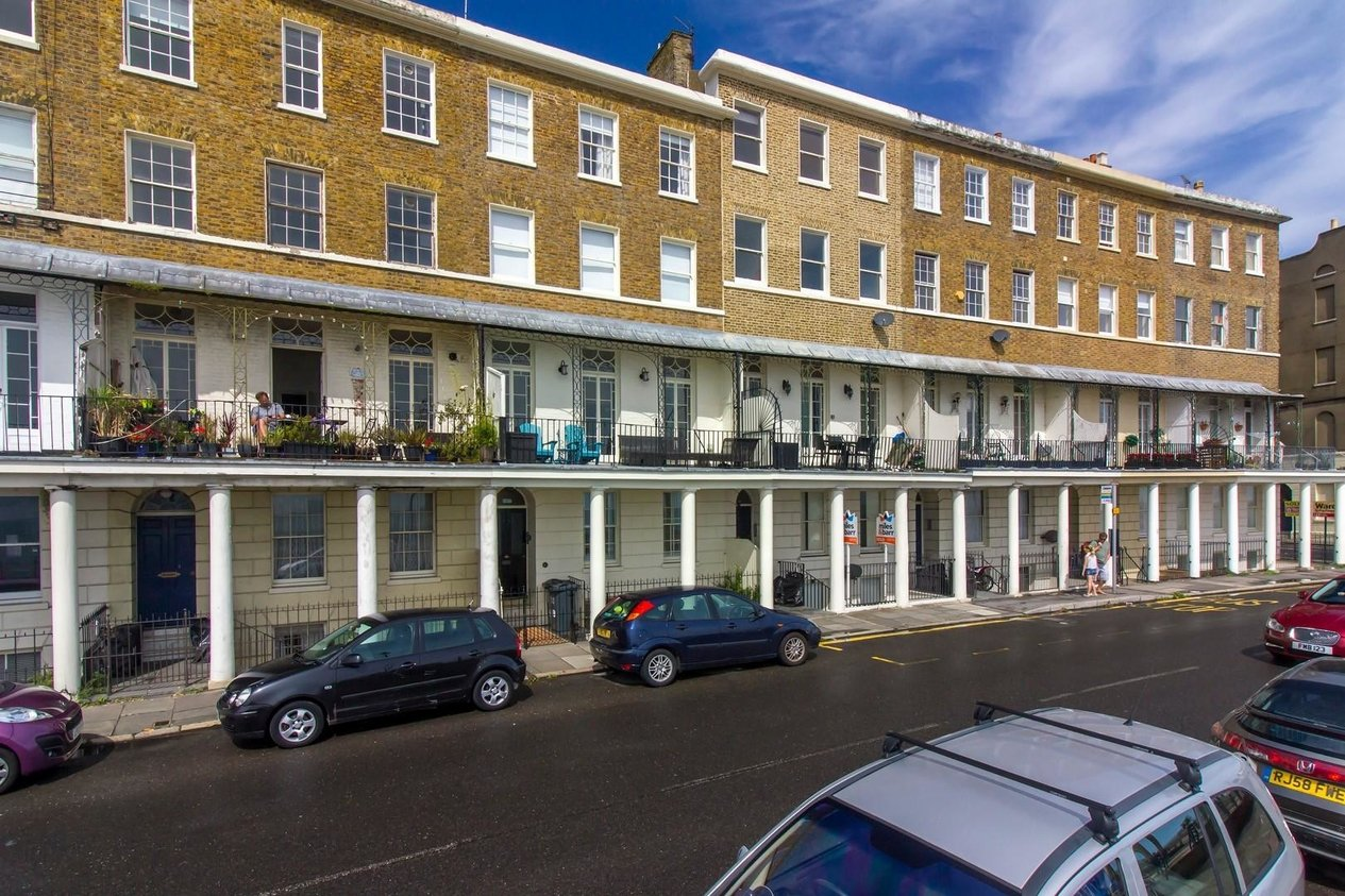 Properties Sold Subject To Contract in Wellington Crescent
