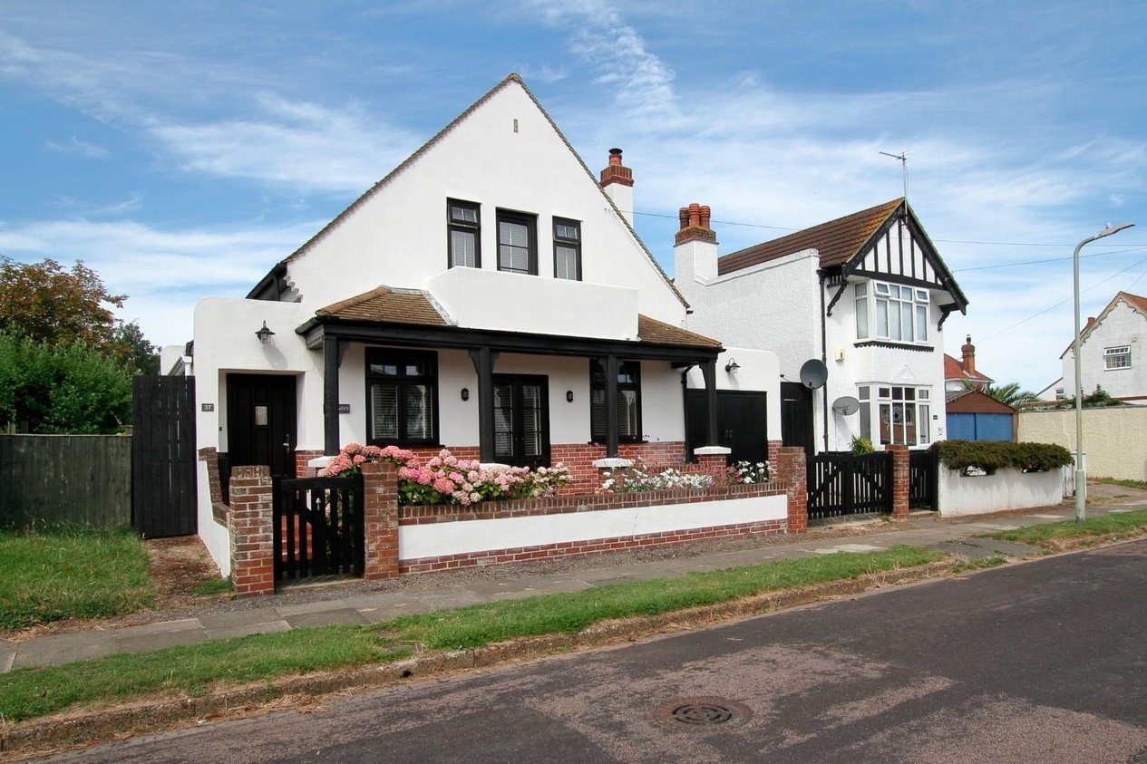 Properties Sold Subject To Contract in West Hill Road