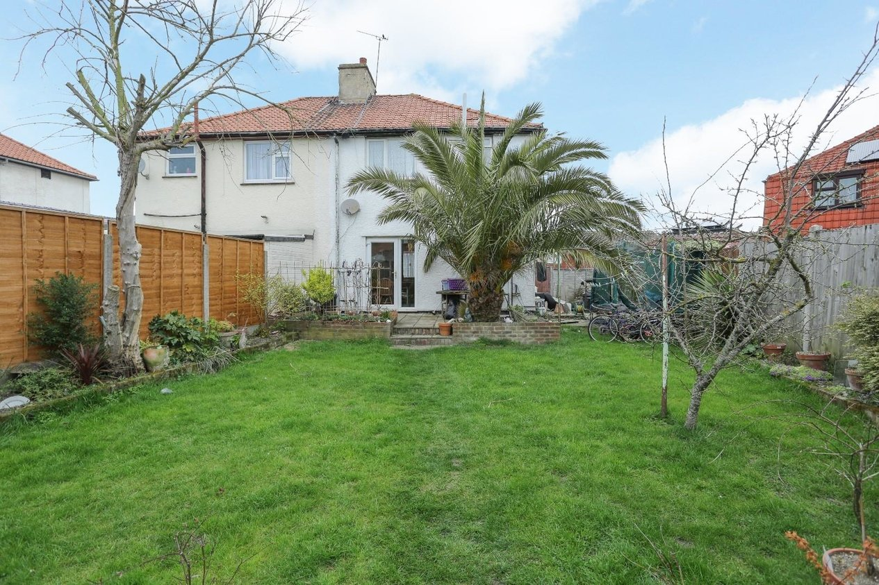 Properties Sold Subject To Contract in Whitehall Road
