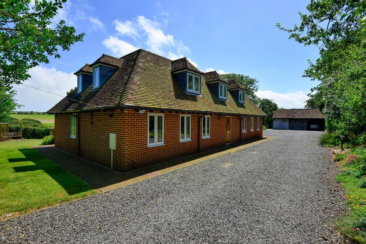 Properties Sold Subject To Contract in Station Road Martin Mill