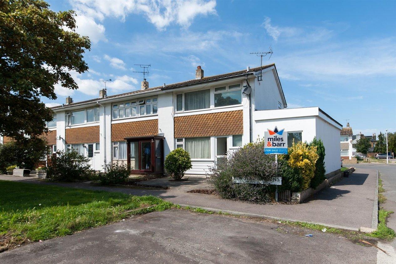 Properties For Sale in Yew Tree Gardens