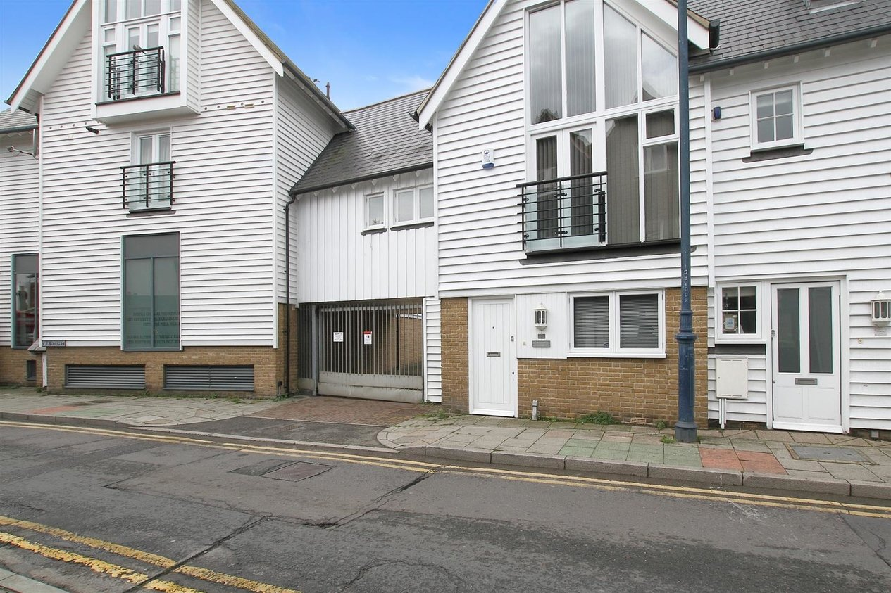 Properties To Let in 1 Brownings Yard Sea Street