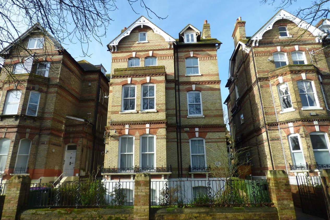 Properties To Let in Earls Avenue