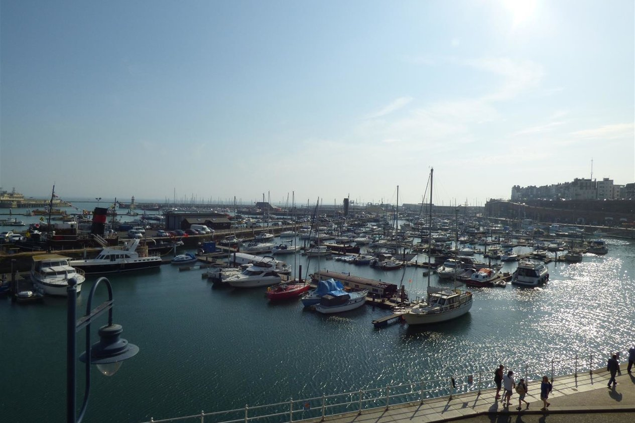 Properties To Let in Harbour Parade