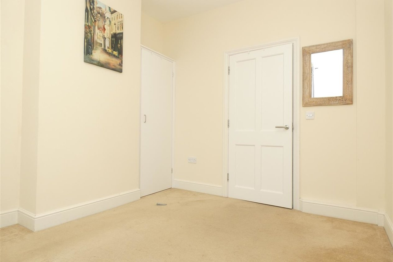 Properties To Let in Knots Yard