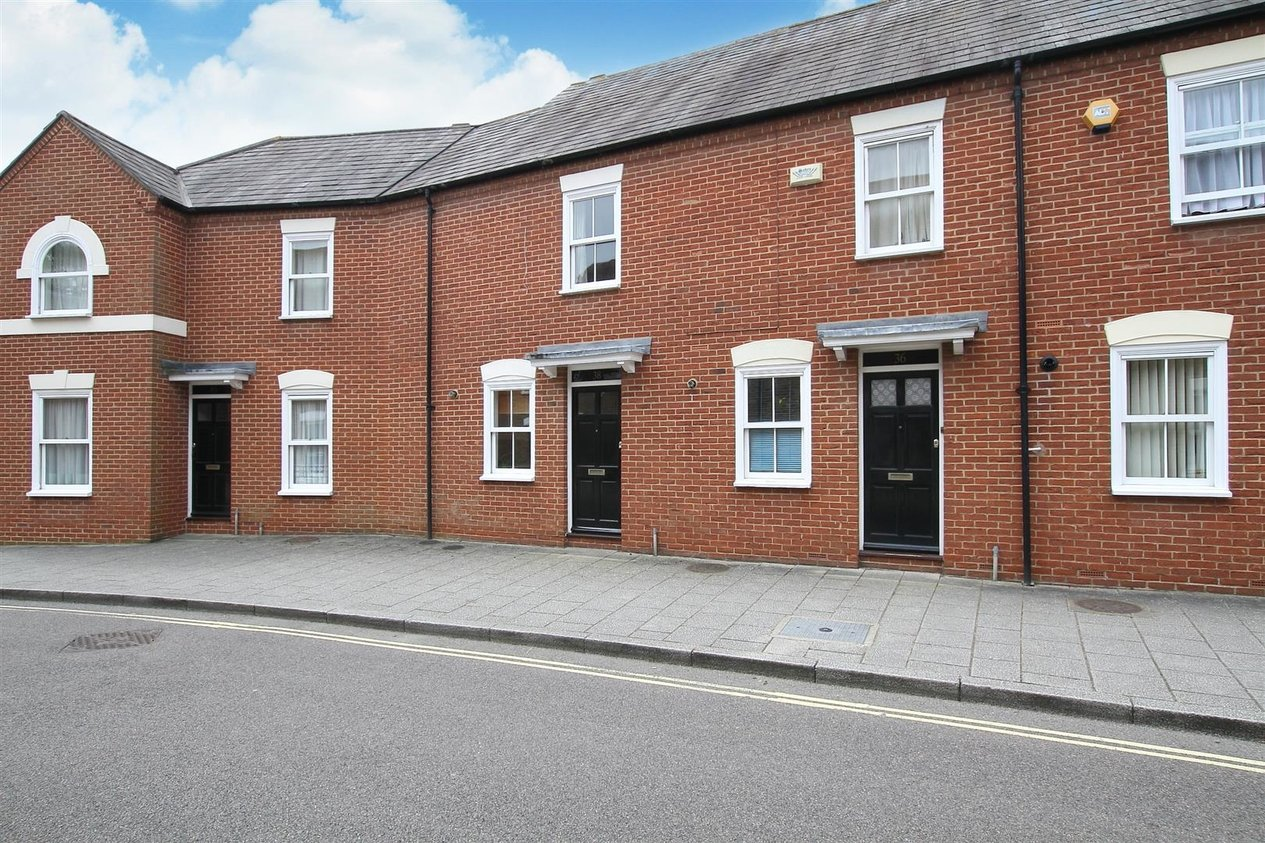 Properties Let Agreed in Orient Place