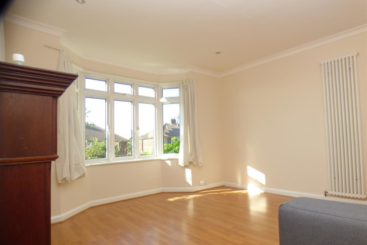 Properties To Let in St Martins Close