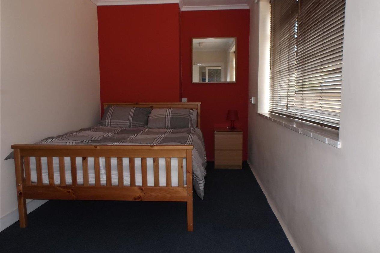 Properties To Let in Surrey Road