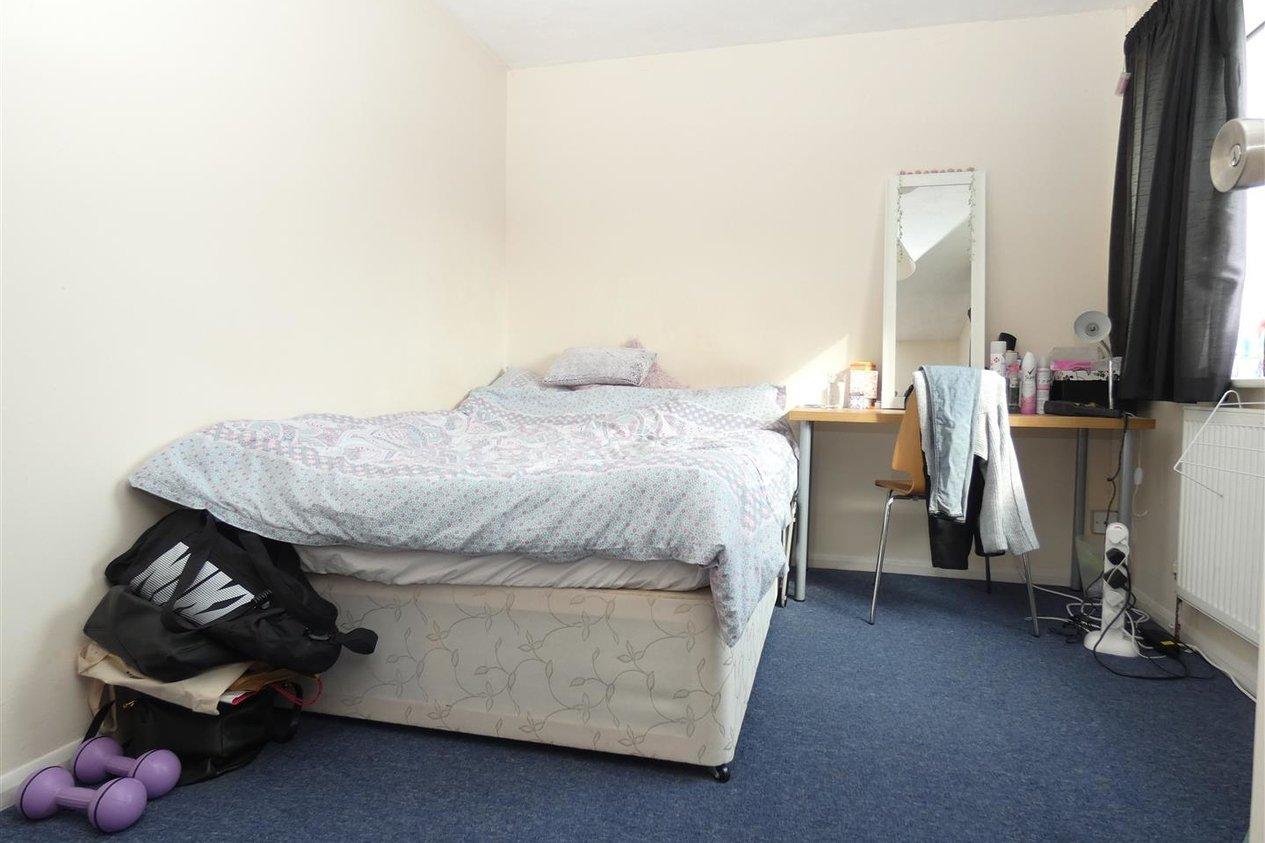 Properties To Let in Teddington Close