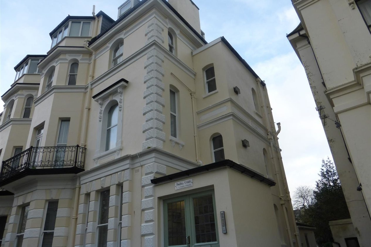 Properties To Let in Trinity Crescent