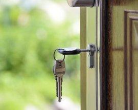 Keys_in_Door